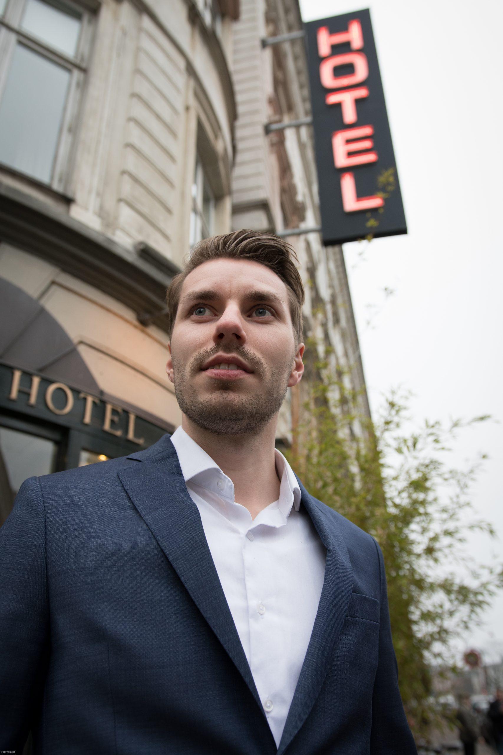 Service kan ikke læres, det ligger i dit dna, siger Stefan Sjørslev, hotelchef på Ibsens Hotel i København. (Foto: Lars Bo Axelholm)