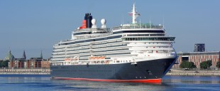 Cunard Lines krydstogtsskib Queen Victoria fotograferet under et besøg i København. I 2017 kommer der i alt 491 krydstogtsskibe på besøg i Danmark. (Arkivfoto: Stephan Deutsch)