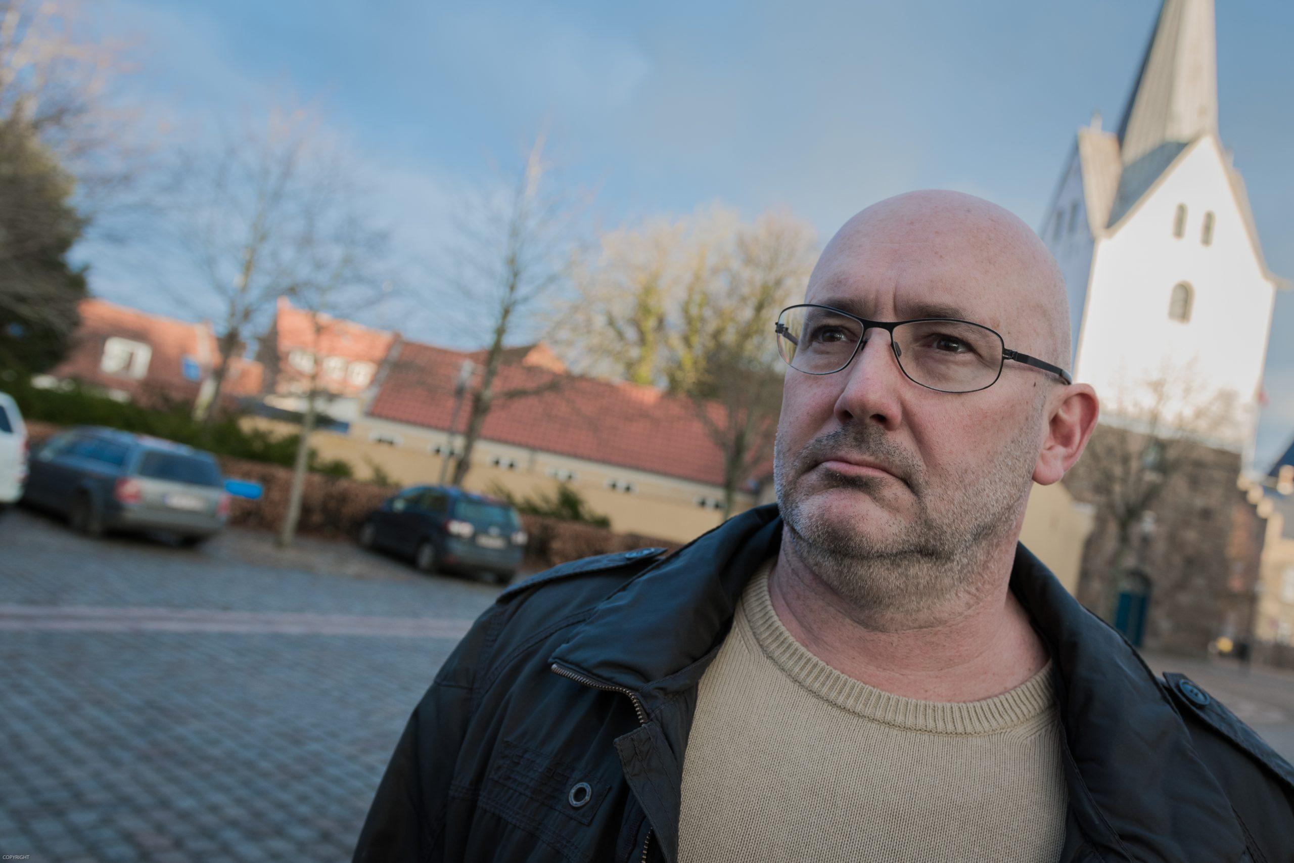 Turistchefen i Varde, Colin Seymour, er optimistisk før sæsonen 2017. Men han ønsker sig flere sommerhuse til udlejning og foreslår ændrede skatteregler. (Foto: Lars Bo Axelholm)