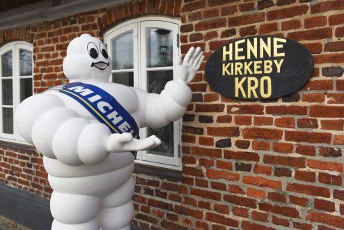 Henne Kirkeby Kro i Henne ved Varde bevarede sine to Michelin-stjerner. (pr-foto)