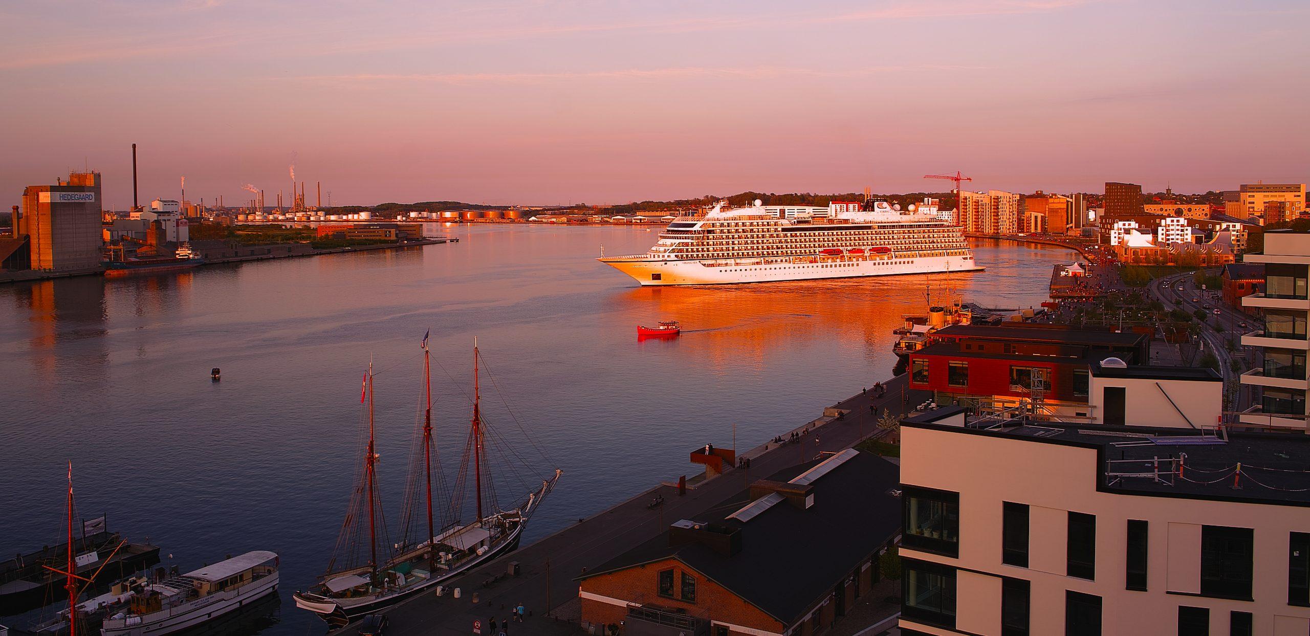 Krydstogtskibet Viking Sea på besøg i Aalborg. (Foto: VisitAalborg)