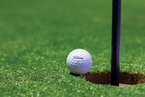 golf bold e1490128841780 660x330  Nymindegab Kro, Henne Strand, Henne Golfklub, Finn Steffensen, Colin Seymour Golf-turnering for 'far og søn' kommer til Danmark kystturisme Golf-turnering for 'far og søn' kommer til Danmark