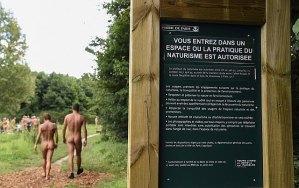 Frankrig har allerede både strande og skove, hvor naturister kan nyde naturen. Nu er der altså også en restaurant. (Arkivfoto)