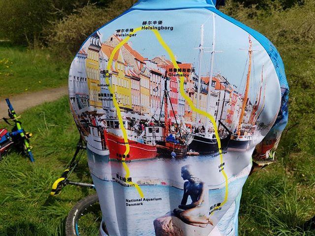 Selvfølgelig har man en skræddersyet cykeltrøje til turen rundt om Øresund. (Foto: MTB-tours)