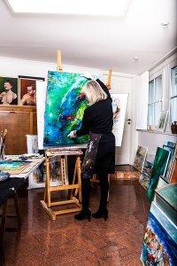 Bornholm fik sidste år lov til at smykke sig med betegnelsen World Craft Region. Nu er det snart tid til Bornholms Kunstrunde. Blandt kunstnerne, der kan opleves, er Liselott Nellemann. (Foto: Destination Bornholm)