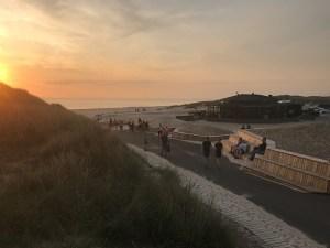 Henne Strand har fået et kvalitetsløft. Forbedrede adgangsforhold til stranden skal give gæsterne en bedre oplevelse. Projektet er en del af Realdanias Stedet Tæller-kampagne, men opgraderingen af Henne Strands faciliteter passer også ind i den nye overordnede plan for Vestkystturismen. (Foto: Varde Kommune)
