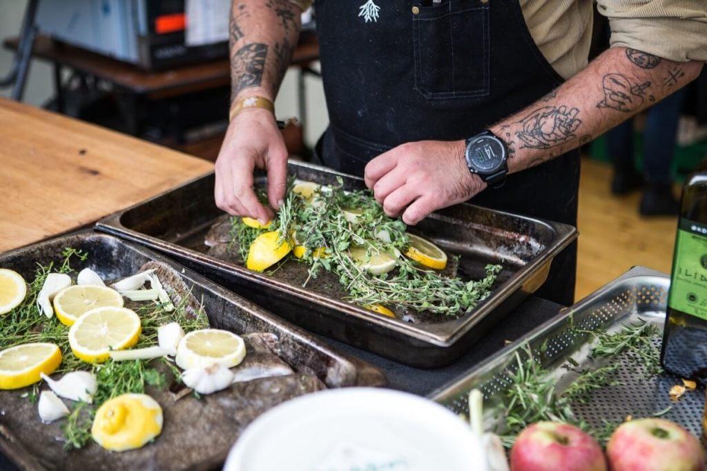 Kokke og restauratører i Midt- og Vestjylland mangler at få øjnene op for mulighederne med lokalt fangede fisk. Derfor er kokke og restauratører fra hele regionen inviteret til inspirationsdag på havnen i Hvide Sande den 29. oktober.(foto: Ringkøbing-Skjern Kommune)