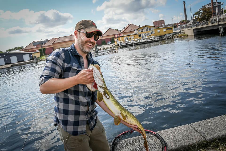 Stjernemøder tilbyder blandt andet Streetfishing i Stege Havn som en af de mange aktiviteter, mødedeltagere kan kaste sig ud i hvis der er brug for en anderledes pause fra mødet. (PR-Foto)