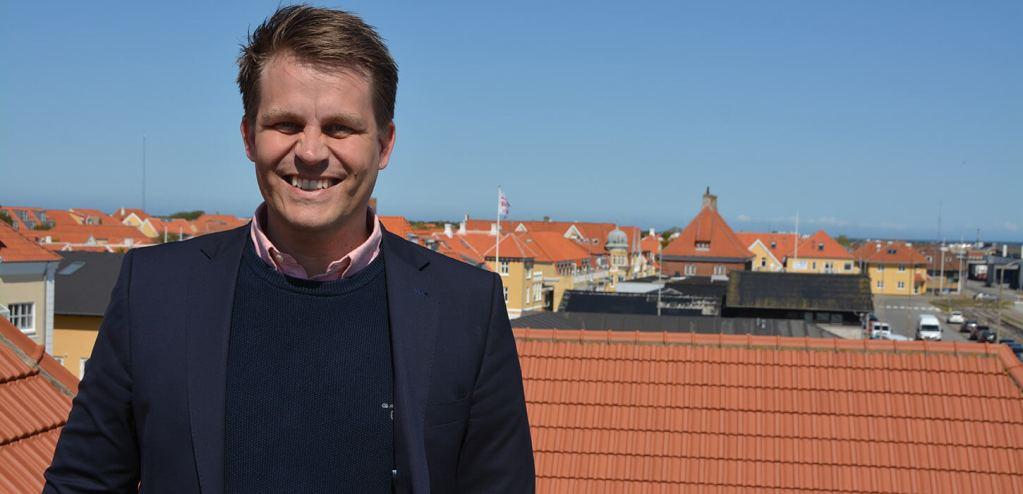 Rene på toppen af Skagen 1024x494  Turisthus Nord, Skagen, Ruths Hotel, René Zeeberg, Peter Kvistgaard Skagen har landets gladeste gæster tal-tendens, kystturisme, featured Skagen har landets gladeste gæster
