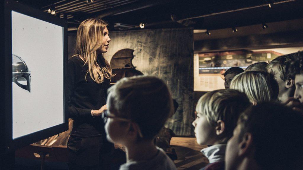JRO6057 1024x576  Undervisning, Tora Larsdotter Andersson, The Viking Museum, Sverige, Stockholm, Skype, Formidling, Ellen Ingers Vikingemuseum bruger Skype til at nå ud til flere skoler attraktioner Vikingemuseum bruger Skype til at nå ud til flere skoler