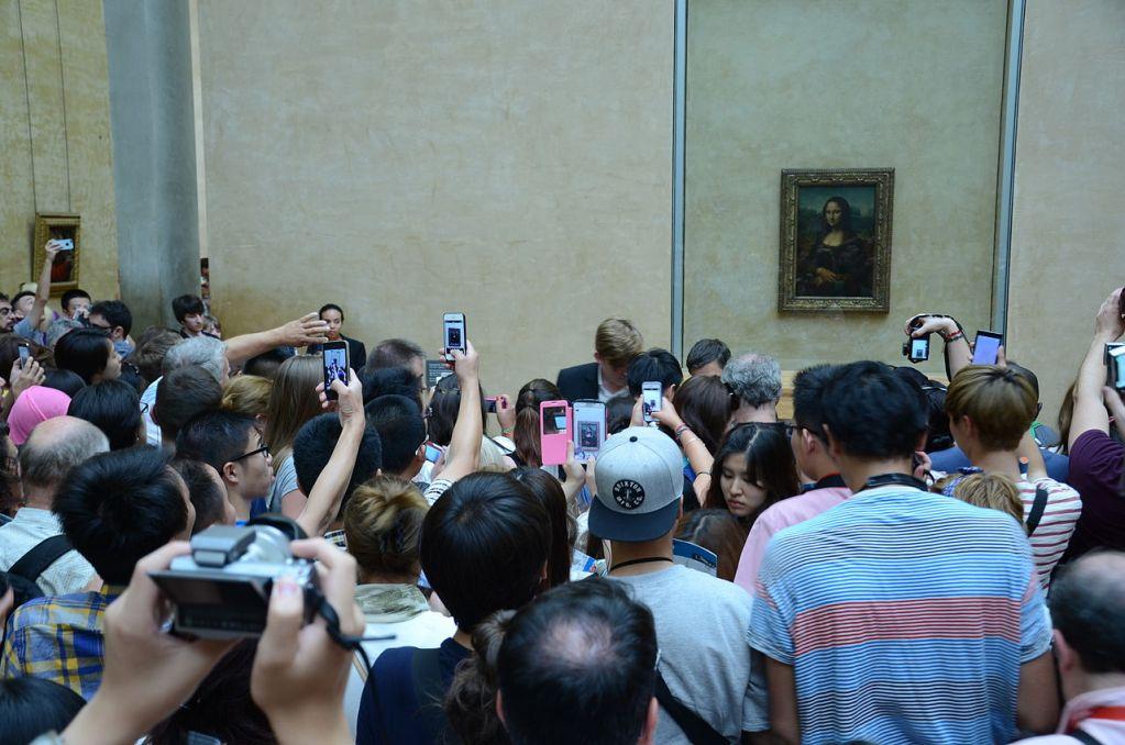 Photographers near Mona Lisa Louvre 2014 1024x678   Hvordan undgår vi, at turismen bliver 'ond' ? peter-kvistgaard Hvordan undgår vi, at turismen bliver 'ond' ?