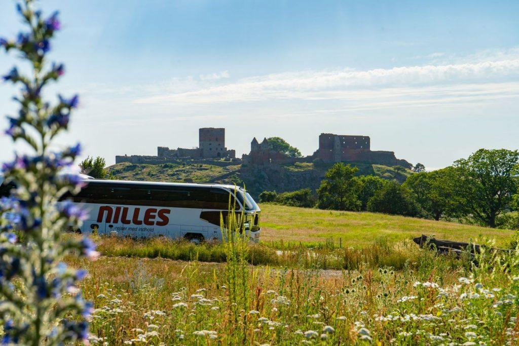 NILLES Rejser stod pludselig i en mediestorm, efter fire passagerer på en busrejse til Bornholm efterfølgende testede positiv for corona. (Foto: NILLES Rejser)