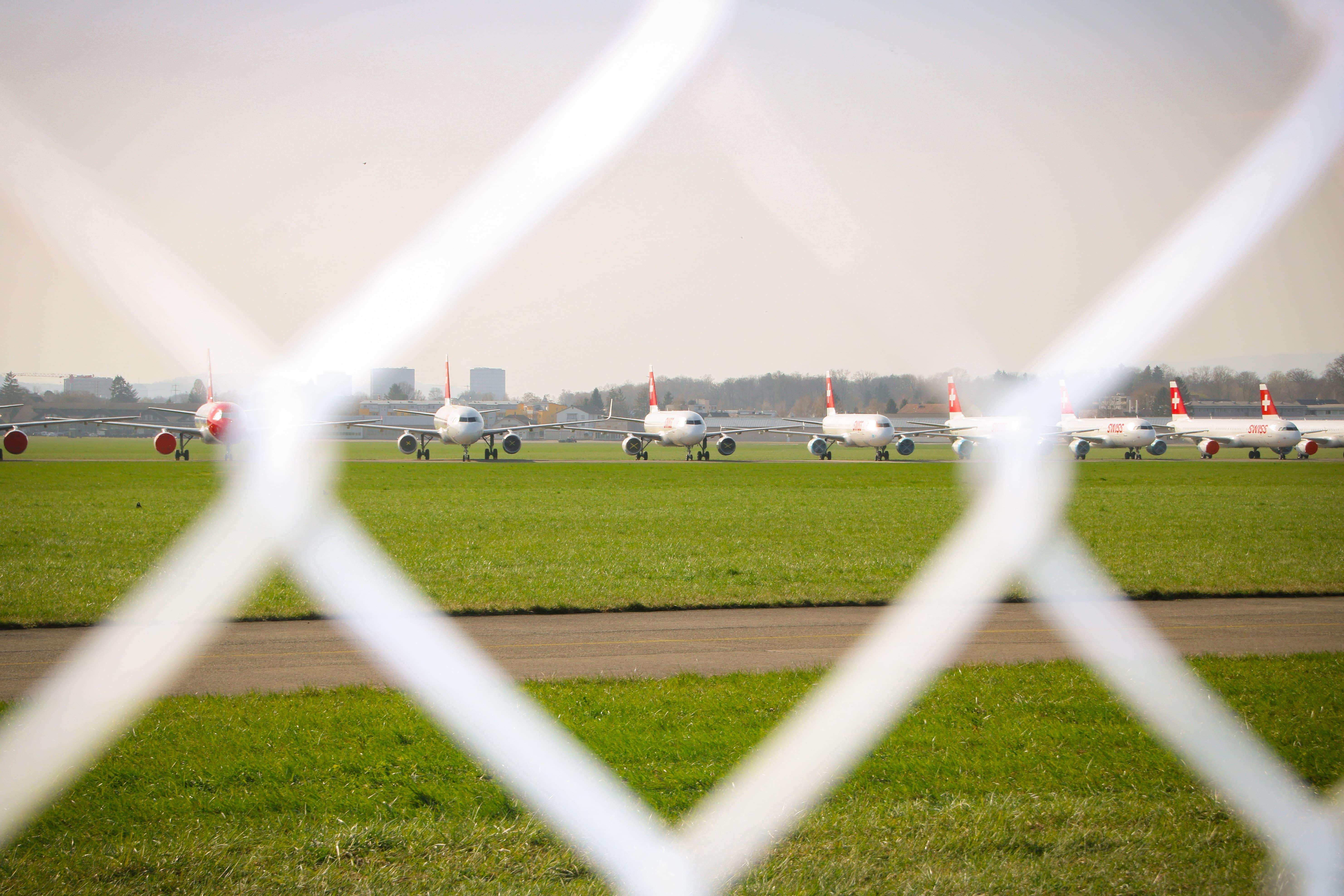 Parkede fly ved lufthavnen i Dübendorf, Schweiz. (Foto: Ellen Jenni)