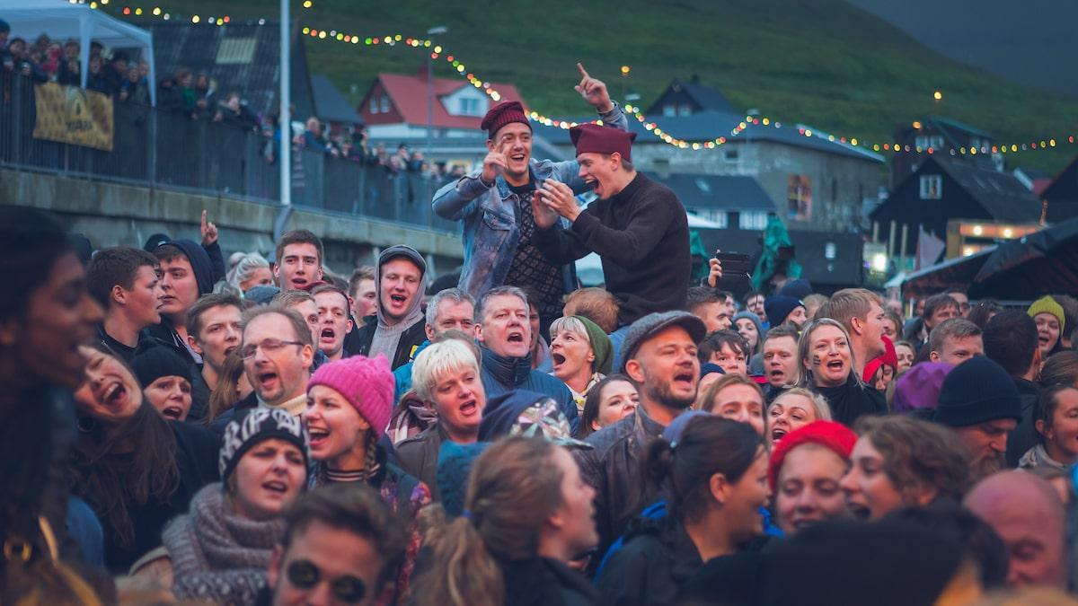 Høj stemning på Færøerne (Foto: Visit Faroe Islands)
