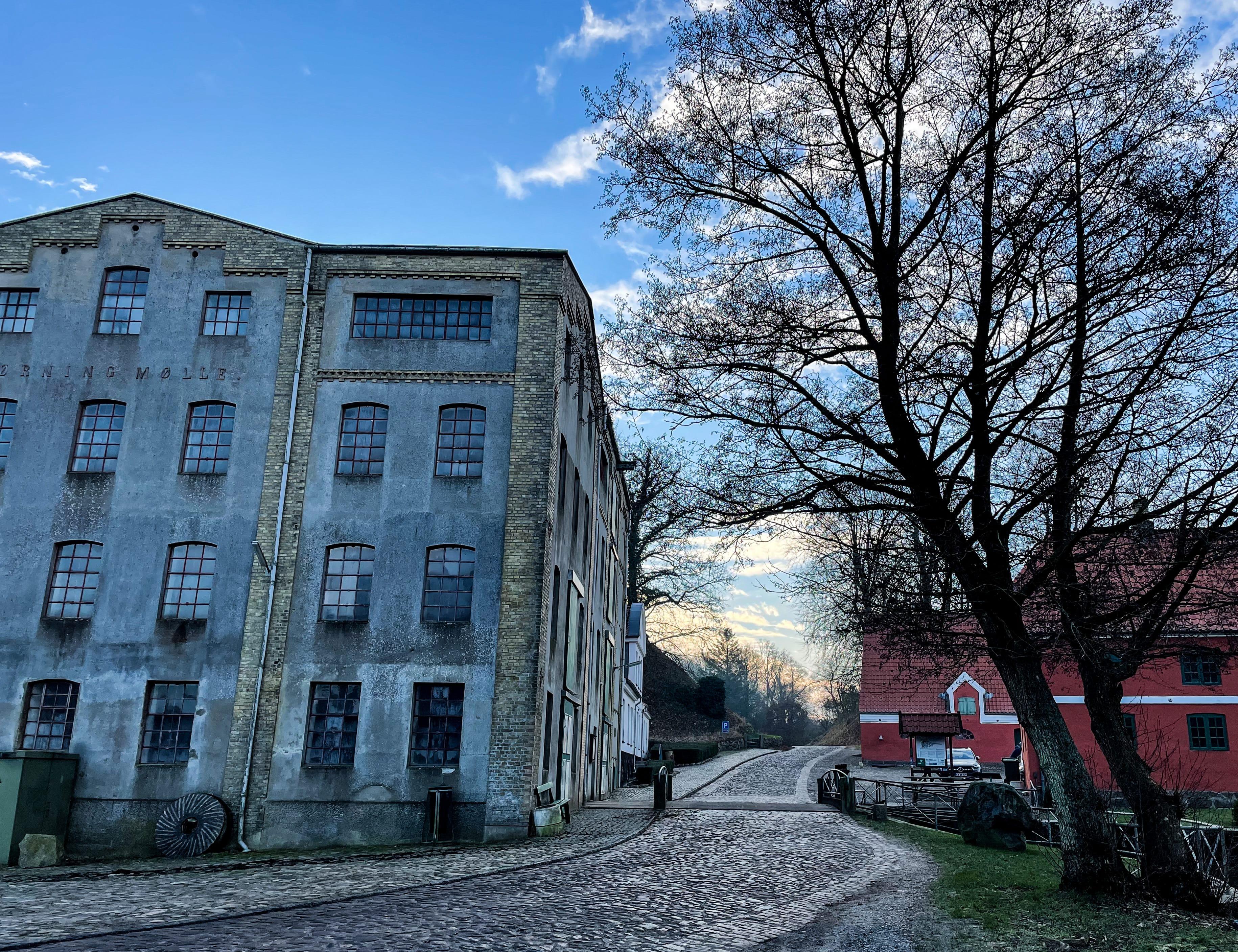 Blandt de populære vandreruter i Haderslev Kommune er Tunneldalstierne, der blandt andet kommer forbi Tørning Mølle. (Foto: Haderslev Kommune)